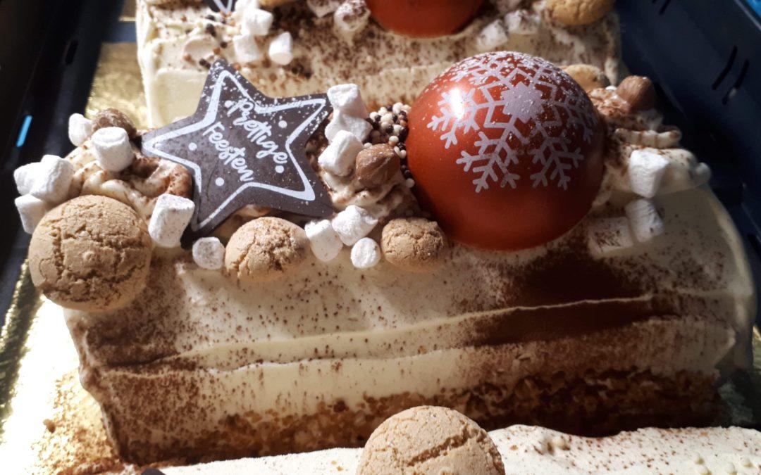 Feestelijke amandel/praliné kerststronken